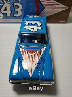 1960 Richard Petty #43 Plymouth Fury 124 NASCAR Toolbox Treasures Die-Cast MIB