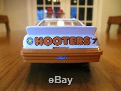 Action 1992 Alan Kulwicki Hooters Ford Thunderbird 1/24 Diecast with autograph