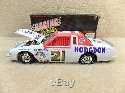New 1996 Action 124 Diecast NASCAR Neil Bonnett Hodgdon 1982 Thunderbird #21