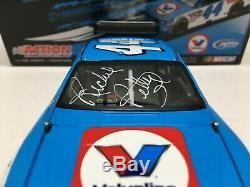 Richard Petty Autographed Nascar Diecast 2009 #44 Valvoline 1/24 Action Rare